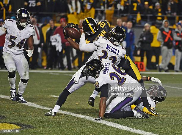 Steelers' Antonio Brown stretches the ball across the goal line for the gamewinning touchdown as he is surrounded by Ravens' Eric Weddle Jerraud...