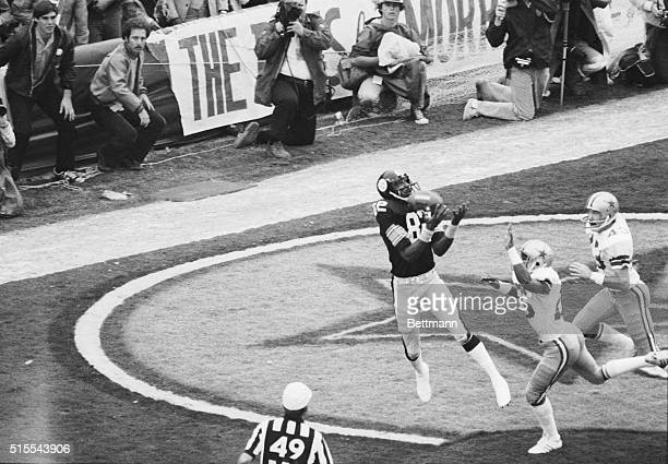 Steelers John Stallworth scores the first six points of Super Bowl XIII on a pass from Terry Bradshaw Covering on the play are Cowboys Aaron Kyle and...