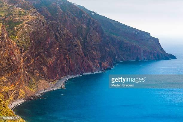 steep precipice on north east coast - merten snijders stockfoto's en -beelden