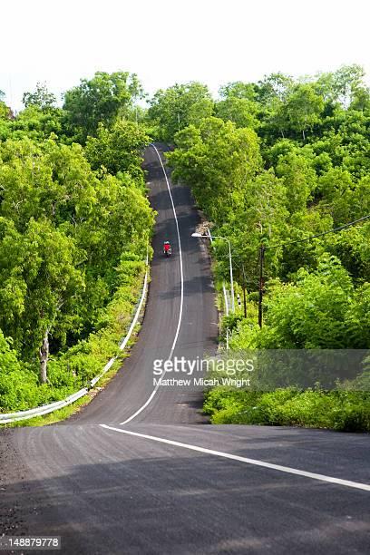 Steep road on the way to Padang Padang.