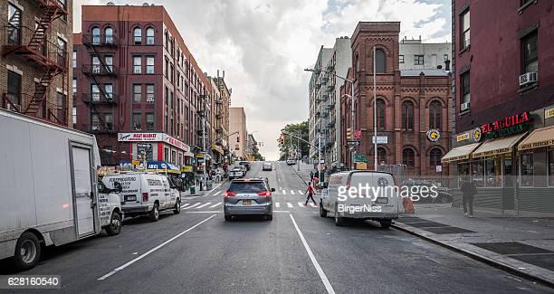 steep street in spanish harlem, new york city, united states - east harlem - fotografias e filmes do acervo