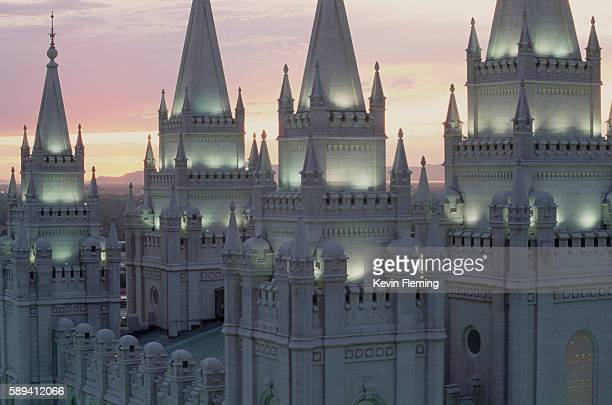 steeples of the mormon temple at dusk - ソルトレイクシティ ストックフォトと画像