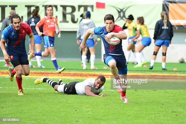 Steeve Barry of France on the counterattack during the HSBC PARIS SEVENS tournament at Stade Jean Bouin on May 15 2016 in Paris France