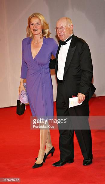 """Stefan Aust Und Ehefrau Katrin Hinrichs Aust Bei Der Verleihung Des """"Henri Nannen Preis"""" Im Schauspielhaus In Hamburg Am 110507 ."""