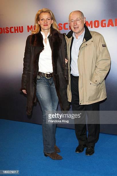 Stefan Aust Und Ehefrau Katrin HinrichsAust Bei Der Premiere Des Ard Films Mogadischu Im Sony Center In Berlin
