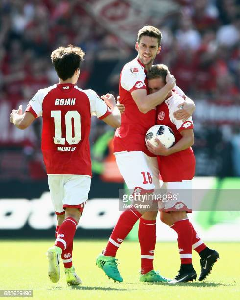 Stefan Bell of Mainz celebrates his team's second goal with team mates Bojan Krkic and Pablo de Blasis during the Bundesliga match between 1 FSV...