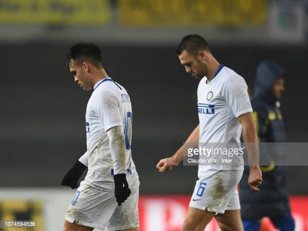 Stefan de Vrij and Lautaro Martínez of FC Internazionale look dejected during the Serie A match between Chievo Verona and FC Internazionale at Stadio...