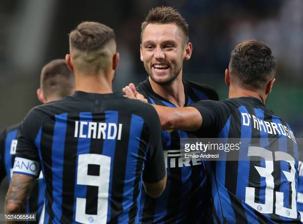 Stefan De Vrij of FC Internazionale celebrates his goal with his teammates during the serie A match between FC Internazionale and Torino FC at Stadio...