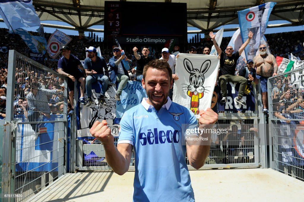 Stefan De Vrij of SS Lazio celebrates their victory after the Serie A match between AS Roma and SS Lazio at Stadio Olimpico on April 30, 2017 in Rome, Italy.