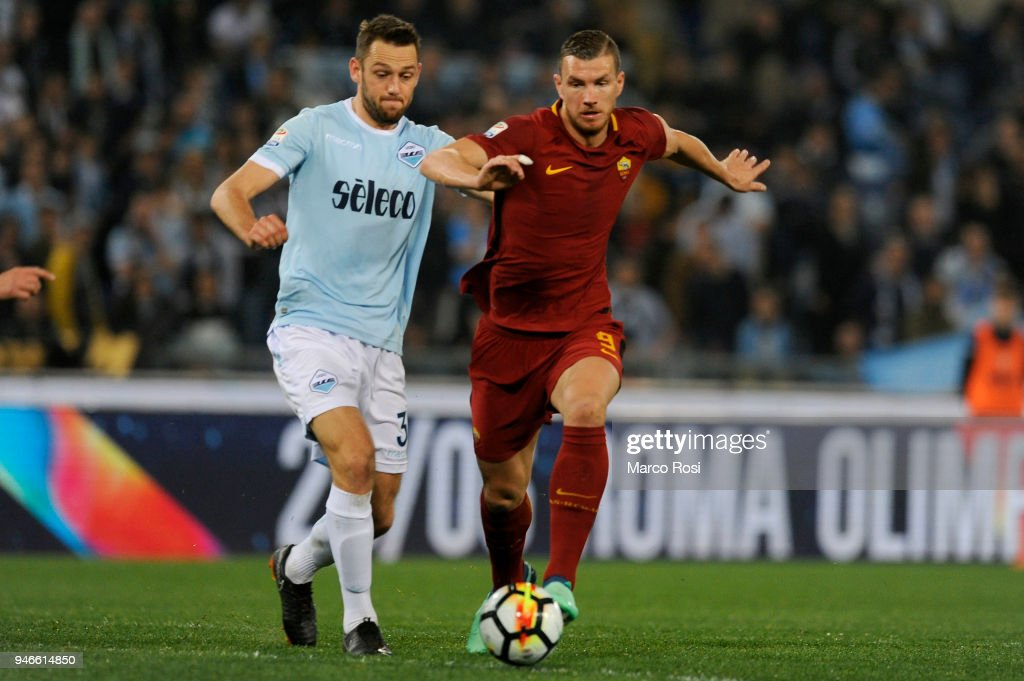 Stefan De Vrij of SS Lazio compete for the ball with Edin Dzeko during the serie A match between SS Lazio and AS Roma at Stadio Olimpico on April 15, 2018 in Rome, Italy.