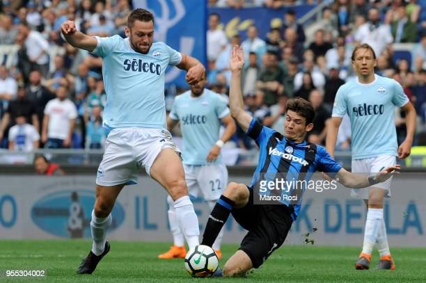 Stefan De Vrij of SS Lazio competes for the ball with Marten De Roon of Atalanta BC during the serie A match between SS Lazio and Atalanta BC at...