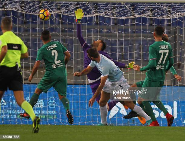 Stefan De Vrij of SS Lazio scores the opening goal during the Serie A match between SS Lazio and ACF Fiorentina at Stadio Olimpico on November 26...