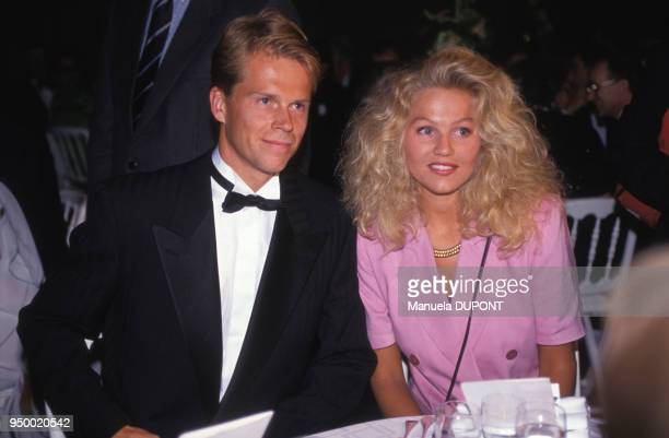 Stefan Edberg et sa femme Annette lors de la soirée des champions à RolandGarros le 2 juin 1992 à Paris France