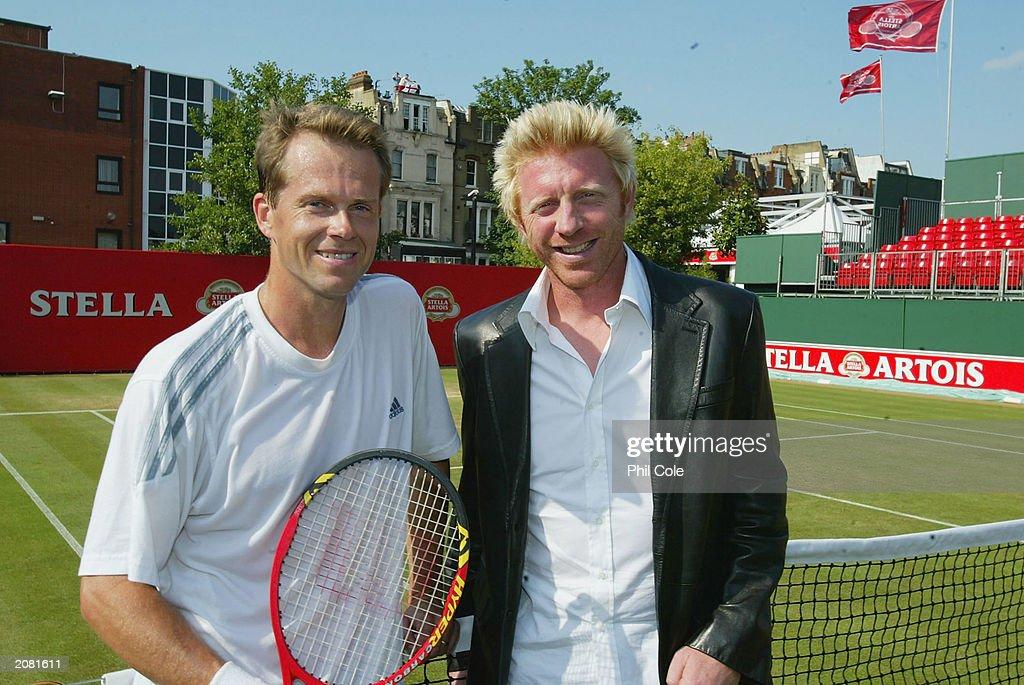 Stefan Edberg of Sweden(L) and Boris Becker of Germany : News Photo
