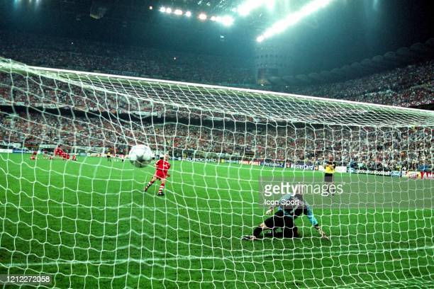 Stefan EFFENBERG of Bayern Munich score the penalty against Santiago CANIZARES of Valencia during the UEFA Champions League Final match between...