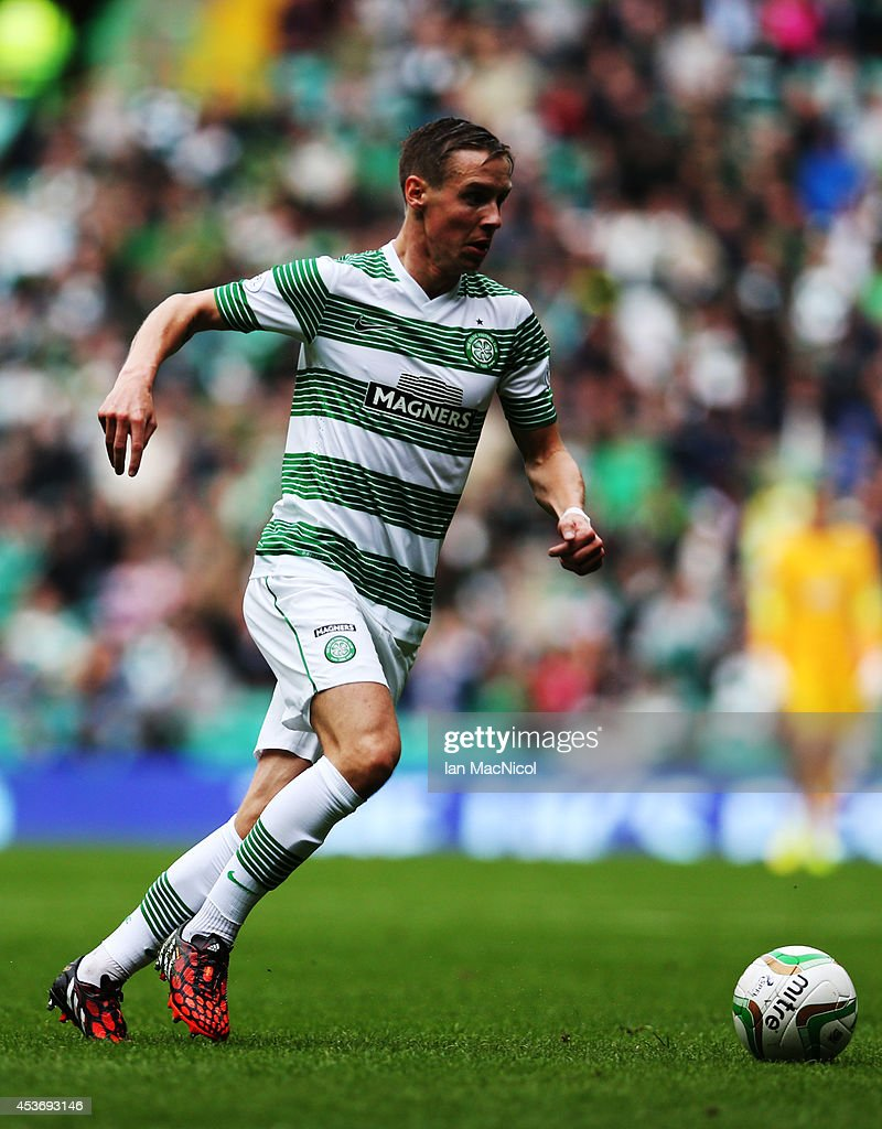 Stefan Johansen of Celtic controls the ball during the Scottish Premiership League Match between Celtic and Dundee United, at Celtic Park on August 16, 2014 Glasgow, Scotland.