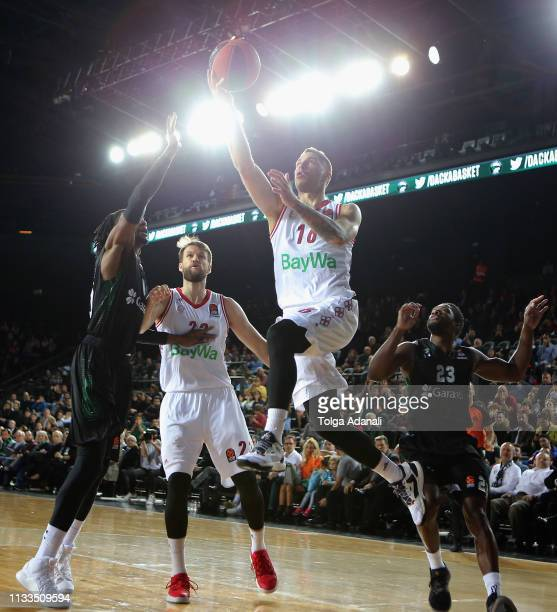 Stefan Jovic #16 of FC Bayern Munich in action with Jeremy Evans #40 of Darussafaka Tekfen Istanbul during the 2018/2019 Turkish Airlines EuroLeague...
