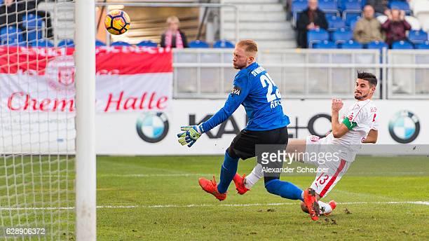 Stefan Kleineheismann of Halle challenges Maximilian Reule of Wiesbaden during the Third Bundesliga match between Wehen Wiesbaden and Hallescher FC...
