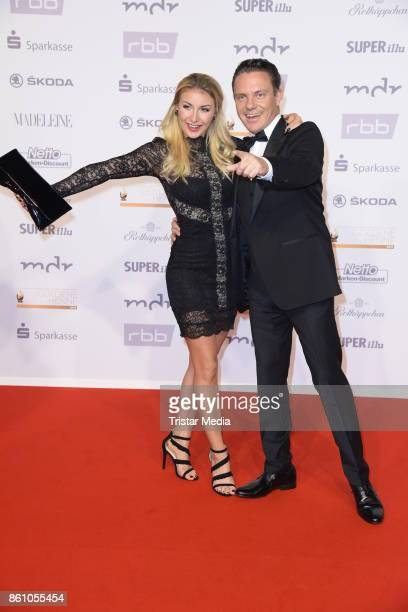 Stefan Mross and his girlfriend Anna-Carina Woitschack attend the Goldene Henne on October 13, 2017 in Leipzig, Germany.