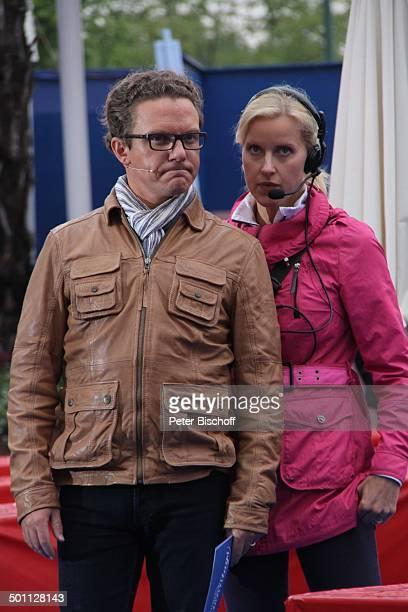 """Stefan Mross , Ehefrau Susanne , ARD-Show """"Immer wieder Sonntags"""" , """"Europa-Park"""", Rust, Baden-Württemberg, Deutschland, Europa, Bühne, Brille,..."""