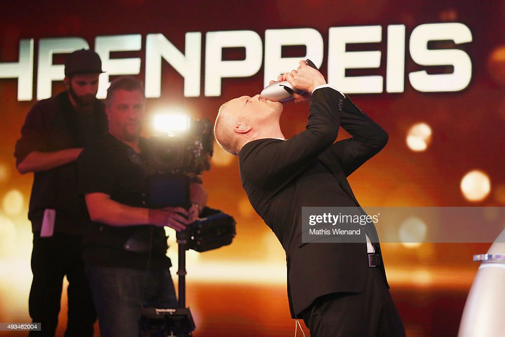 Stefan Raab kisses the trophy after receiving the 'Ehrenpreis' at the 19th Annual German Comedy Awards at Coloneum on October 20, 2015 in Cologne, Germany.