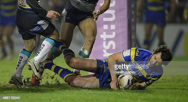 Stefan Ratchford of Warrington Wolves scores his team's second try during the First Utility Super League match between Warrington Wolves and Leeds...