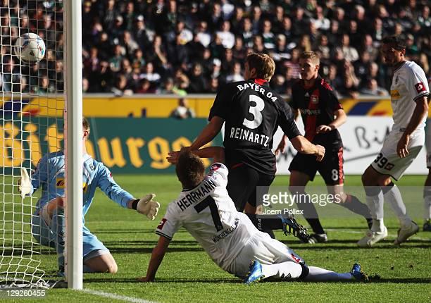 Stefan Reinarzt of Leverkusen scores his team's first goal during the Bundesliga match between Borussia Moenchengladbach and Bayer 04 Leverkusen at...