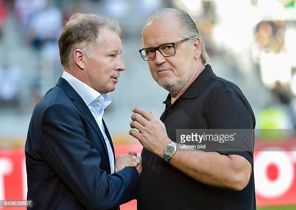 Stefan Reuter Sportdirektor FC Augsburg im Gespraech mit Peter Jackwerth Vorstandsvorsitzender FC Ingolstadt waehrend dem Fussball Bundesliga Spiel 1...