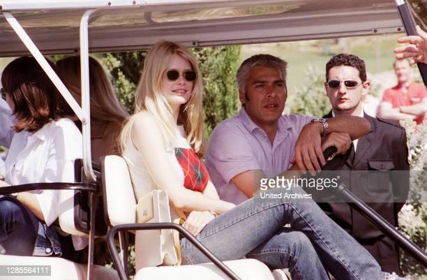 Stefan Schiffer, Bruder von Model Claudia Schiffer, mit seiner Schwester bei der Boris Becker Golf Trophy 2001 im Dorint Royal Golfresort & Spa Camp...