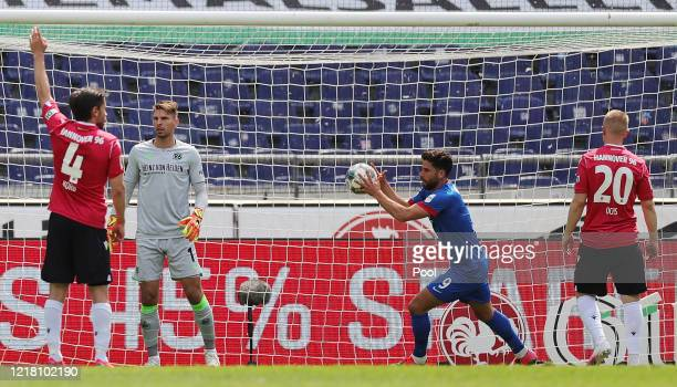 Stefan Schimmer of 1. FC Heidenheim 1846 celebrates after scoring his team's first goal during the Second Bundesliga match between Hannover 96 and 1....