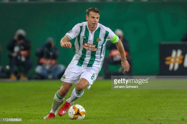 Stefan Schwab of Rapid controls the ball during the UEFA Europa League Round of 32 match between SK Rapid Wien and FC Internazionale at Weststadion...