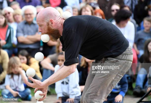 Stefan Sing and Cristiana Casadio performing their piece 'Tangram' at the International Street Theatre Festival têteàtête in Rastatt Germany 25 May...