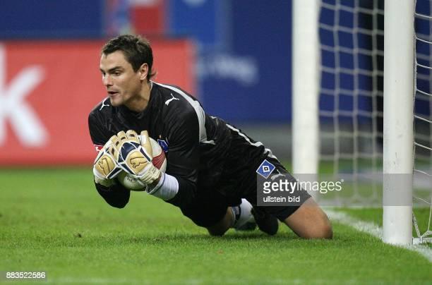 Stefan Wächter Torhüter Hamburger SV D in Aktion am Ball