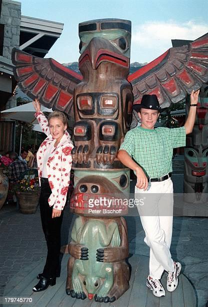 Stefanie Hertel mit Stefan Mross am;Totem-Pfahl, Whistler/Kanada, Urlaub,