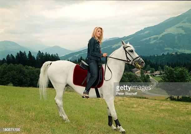 """Stefanie Hertel, ZDF-Special """"Herzlichst;Hansi Hinterseer""""/ """"Rund um den Kaiser"""",;Kitzbühel, ; sterreich, Bergwiese, Pferd,;Lippizaner, Reiterin,..."""