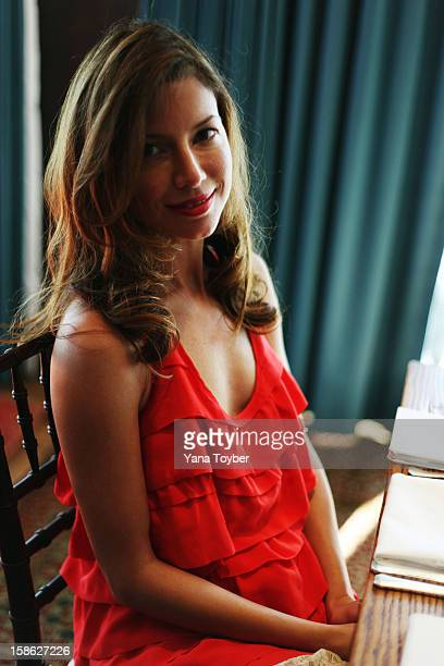 Yana Toyber Stock Photos and Pictures | Getty Images