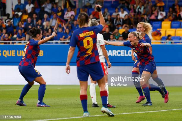 Stefanie Van der Gragt of FC Barcelona celebrates scoring his side's 2nd goal during the Women's UEFA Champions League 1/16 second leg match between...