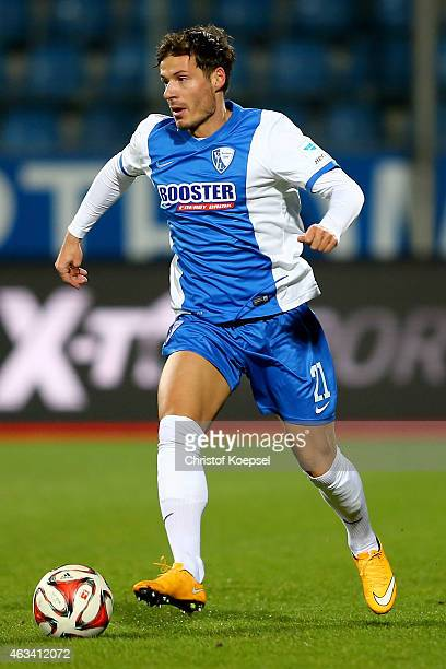 Stefano Celozzi of Bochum runs with the ball during the Second Bundesliga match between VfL Bochum and Eintracht Braunschweig at Rewirpower Stadium...