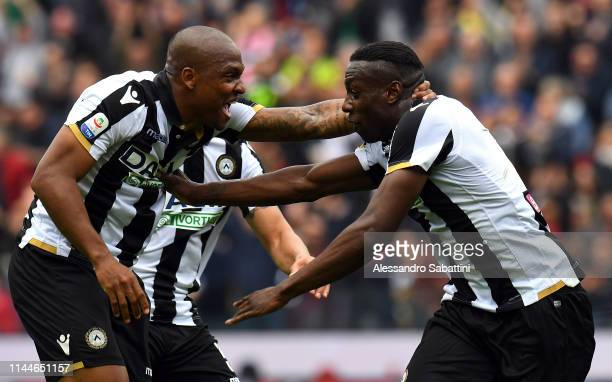 Stefano Okaka of Udinese Calcio celebrates with teammates after scoring his team second goal during the Serie A match between Udinese and SPAL at...