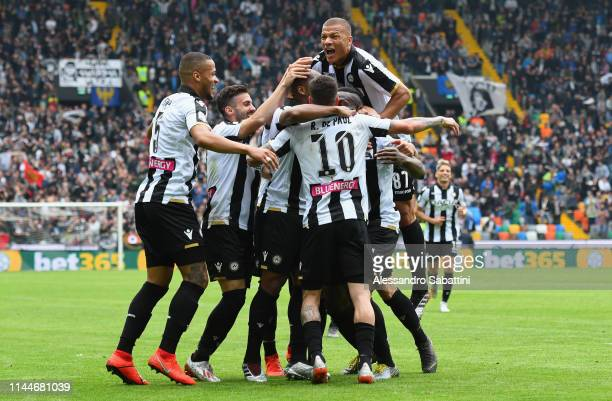 Stefano Okaka of Udinese Calcio celebrates with teammates after scoring his team's third goal during the Serie A match between Udinese and SPAL at...