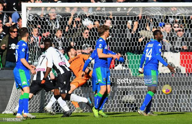 Stefano Okaka of Udinese Calcio scores the opening goal during the Serie A match between Udinese Calcio and US Sassuolo at Stadio Friuli on January...