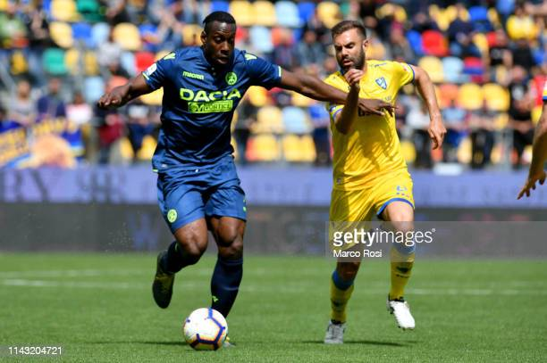 Stefano Okaka of Udinese compete for the ball with Paolo Sammarco of Frosinone during the Serie A match between Frosinone Calcio and Udinese at...