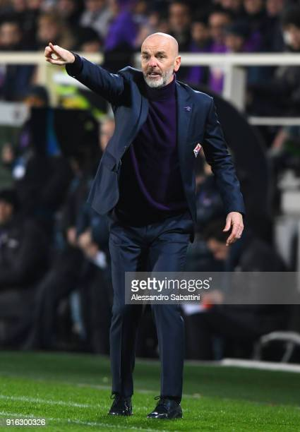 Stefano Pioli head coach of ACF Fiorentina gestures during the serie A match between ACF Fiorentina and Juventus at Stadio Artemio Franchi on...