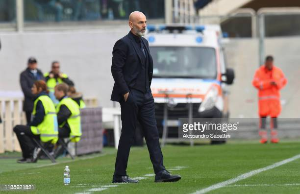 Stefano Pioli head coach of ACF Fiorentina looks on during the Serie A match between ACF Fiorentina and Frosinone Calcio at Stadio Artemio Franchi on...