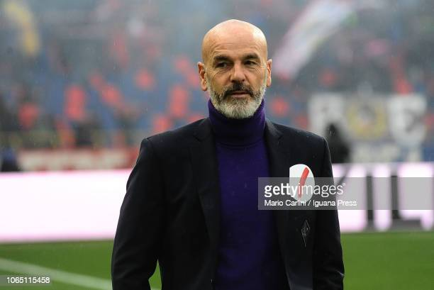 Stefano Pioli head coach of ACF Fiorentina looks on prior the beginning of the Serie A match between Bologna FC and ACF Fiorentina at Stadio Renato...