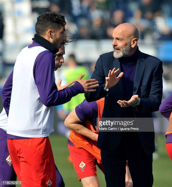 Stefano Pioli head coach of ACF Fiorentina talks to his players during the warm up prior the beginning of the Serie A match between SPAL and ACF...