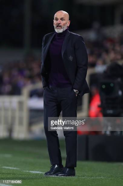 Stefano Pioli manager of ACF Fiorentina looks on during the Serie A match between ACF Fiorentina and FC Internazionale at Stadio Artemio Franchi on...