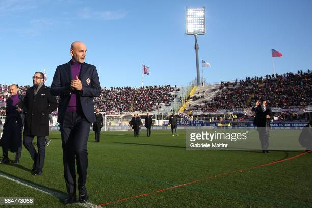 Stefano Pioli manager of ACF Fiorentina looks on during the Serie A match between ACF Fiorentina and US Sassuolo at Stadio Artemio Franchi on...