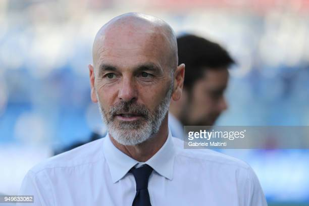 Stefano Pioli manager of ACF Fiorentina looks on during the serie A match between US Sassuolo and ACF Fiorentina at Mapei Stadium Citta' del...