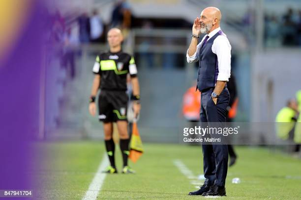 Stefano Pioli manager of ACF Fiorentina shouts instructions to his players during the Serie A match between ACF Fiorentina and Bologna FC at Stadio...
